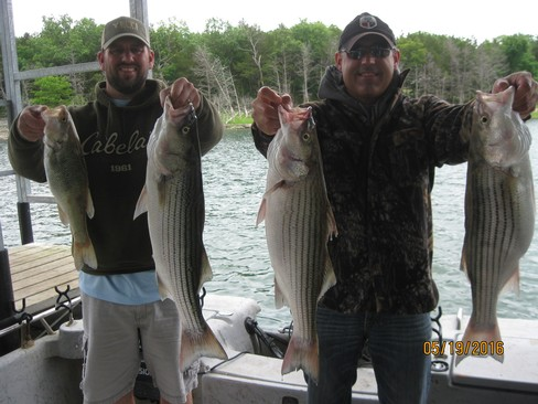 Beaver lake striped bass fishing report 05 19 2016 for Beaver lake fishing guides